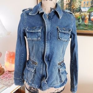 JEAN CLASSIC  DENIM JACKET BUTTON AND ZIPPERED